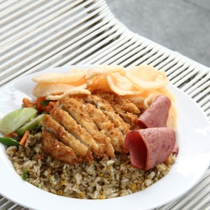 nasi goreng matah with chicken katsu (22.5k)
